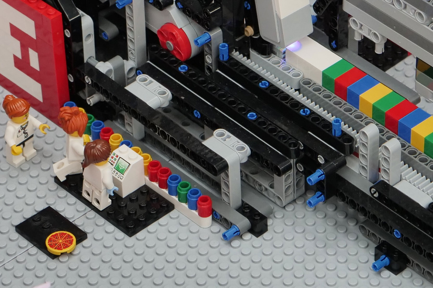 The Earlham Institute LEGO sequencer: engaging both scientists and the public with science communication