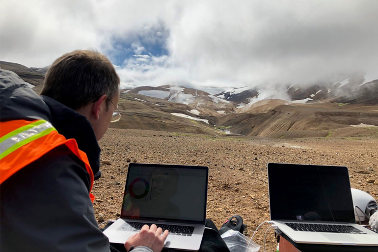 Image: Richard Leggett using the NanoOK RT software tool during his field trip to Iceland