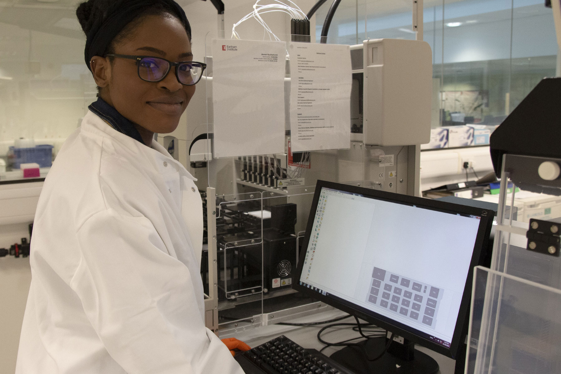 PhD Student Silvia Ogbeide in the single-cell labs at EI