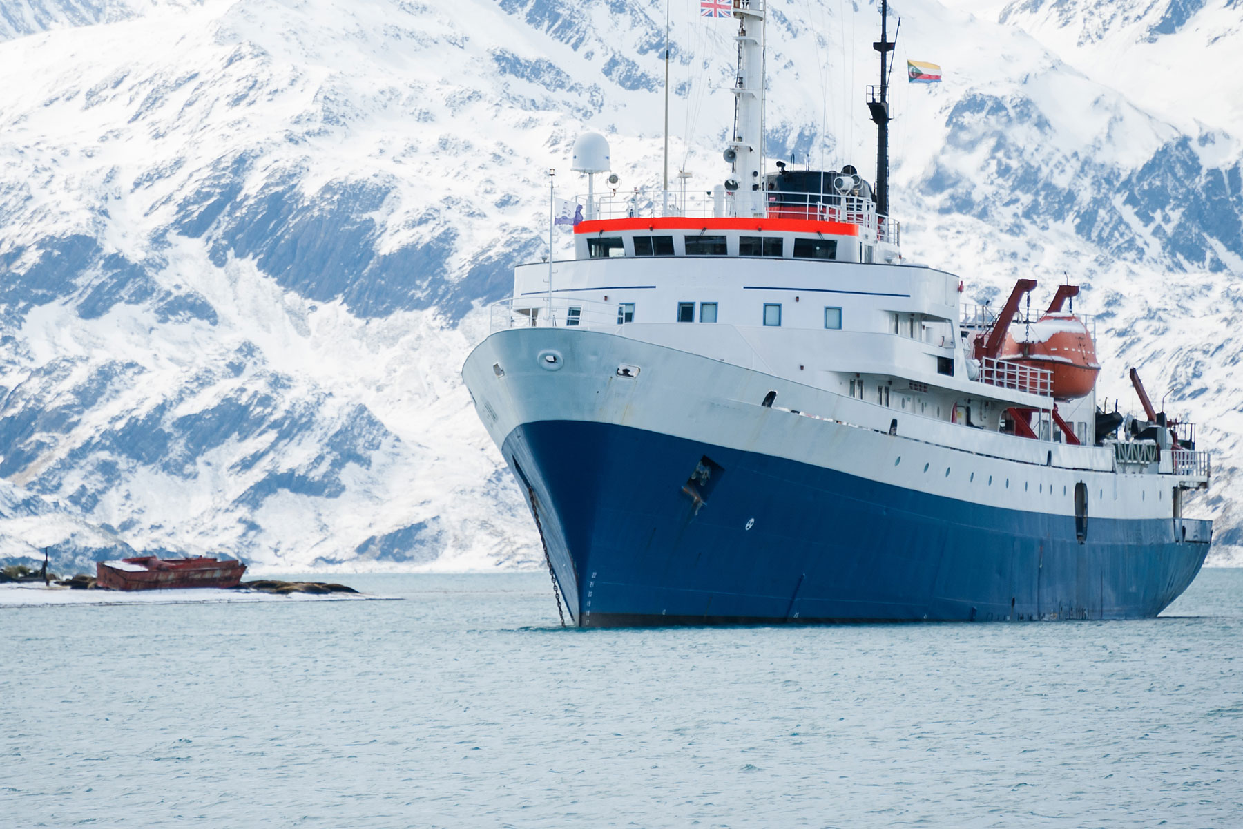 Ship-seq: Nanopore sequencing of polar microbes on board research vessels